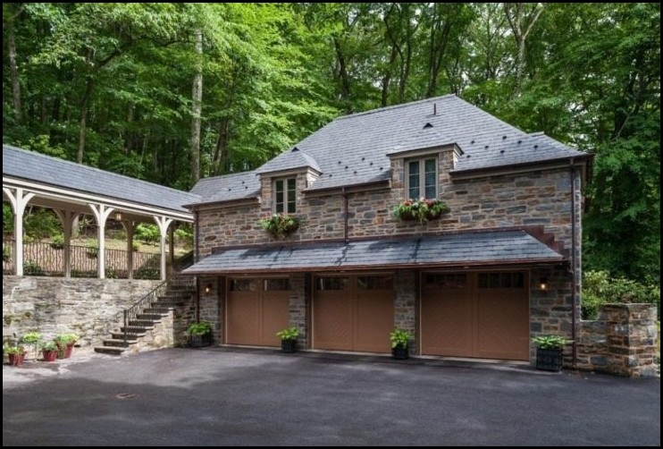 A-Detached-Garage-Idea-with-Stone-Facade