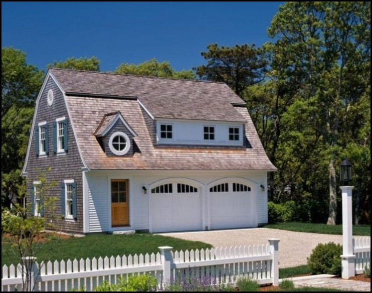 Detached-Garage-with-Gambrel-Roof