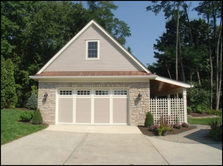Homey-Garage-with-Slab-Stone-Wood-Cladding