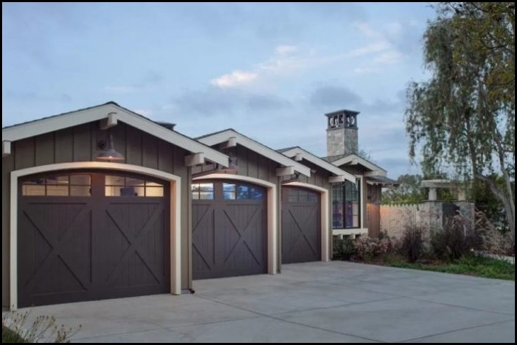 Neat-Detached-Garages-in-Row-Style